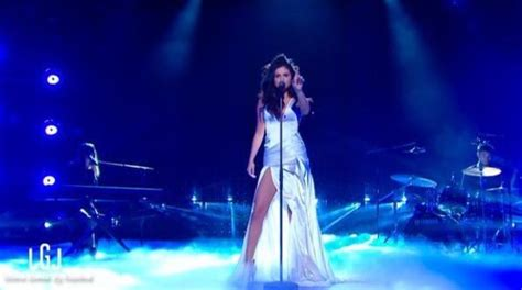 """Selena Gomez Gives Best """"Good For You"""" Live Performance To"""