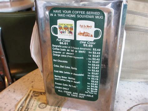 Café Du Monde – coffee and beignets in New Orleans - #
