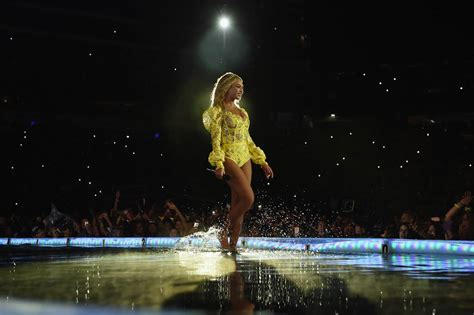 Serena Williams and Jay Z join Beyoncé on stage for final